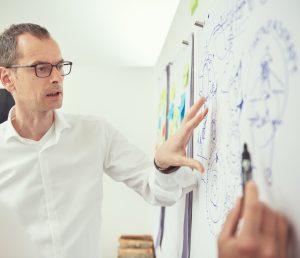 """Am 08. November 2019 spricht Thomas Maiwald beim Akima Media Think Tank in München zum Thema """"Schnellschüsse ins Gehirn: Was Visual Storytelling wirklich bedeutet und wie das Marketing davon profitiert""""."""