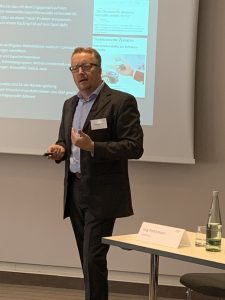 Alexander Fink von Clarity PR stellte Tools, Erfahrungen und Empfehlungen für das Krisenmanagement in der Digital Economy vor
