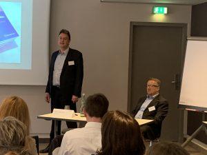 Nach den Impulsvorträgen standen die Krisen-Experten Jörg Forthmann und Alexander Fink für die individuellen Fragen der Teilnehmer zur Verfügung